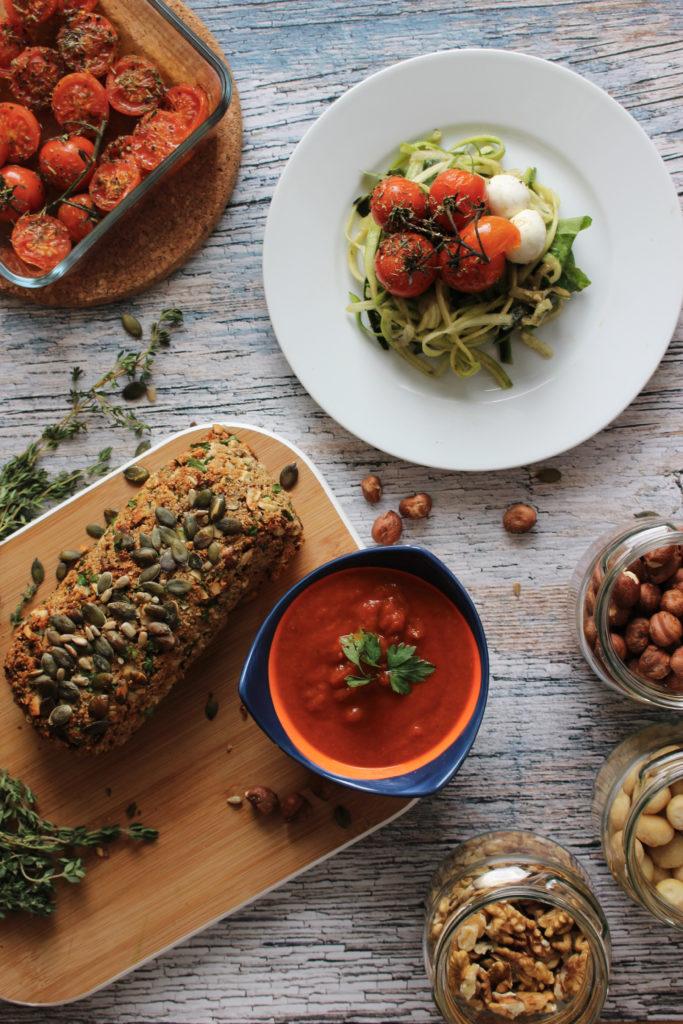 Recept vegetarisch notengehakt courgetti paprikasaus seizoensgroenten april