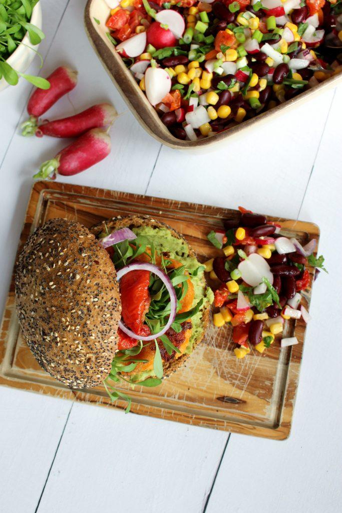 Recept veggieburger zoete aardappel seizoensgroenten april