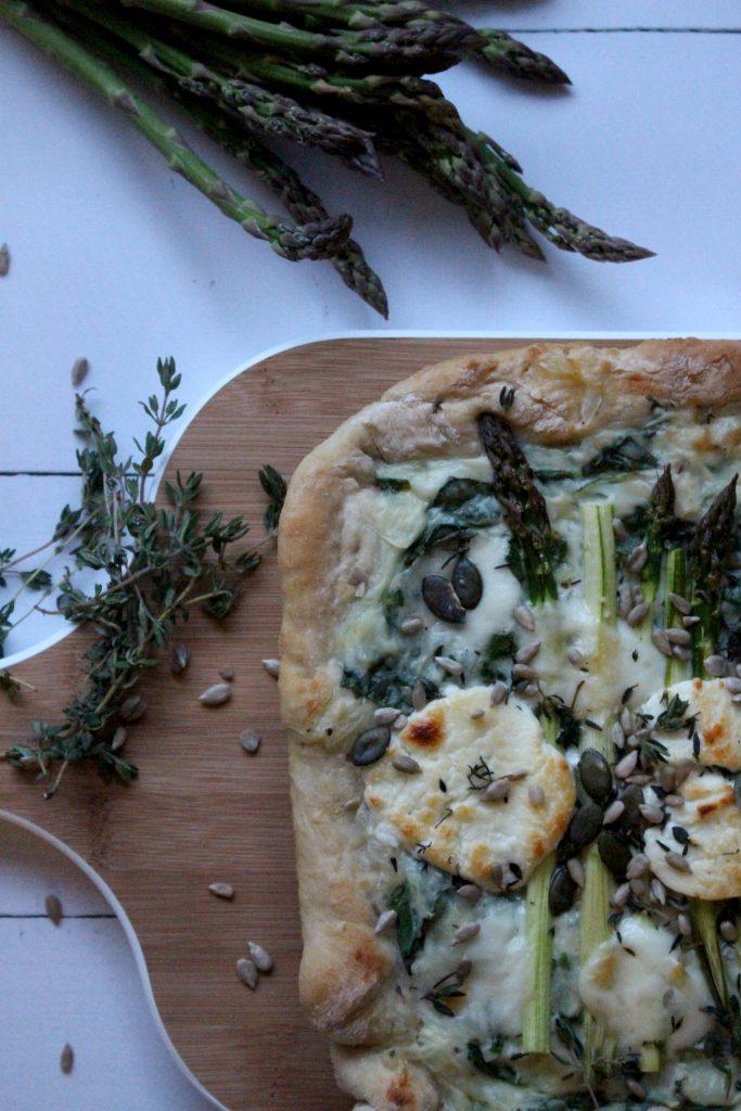 Vegetarische pizza asperges recept seizoensgroente mei