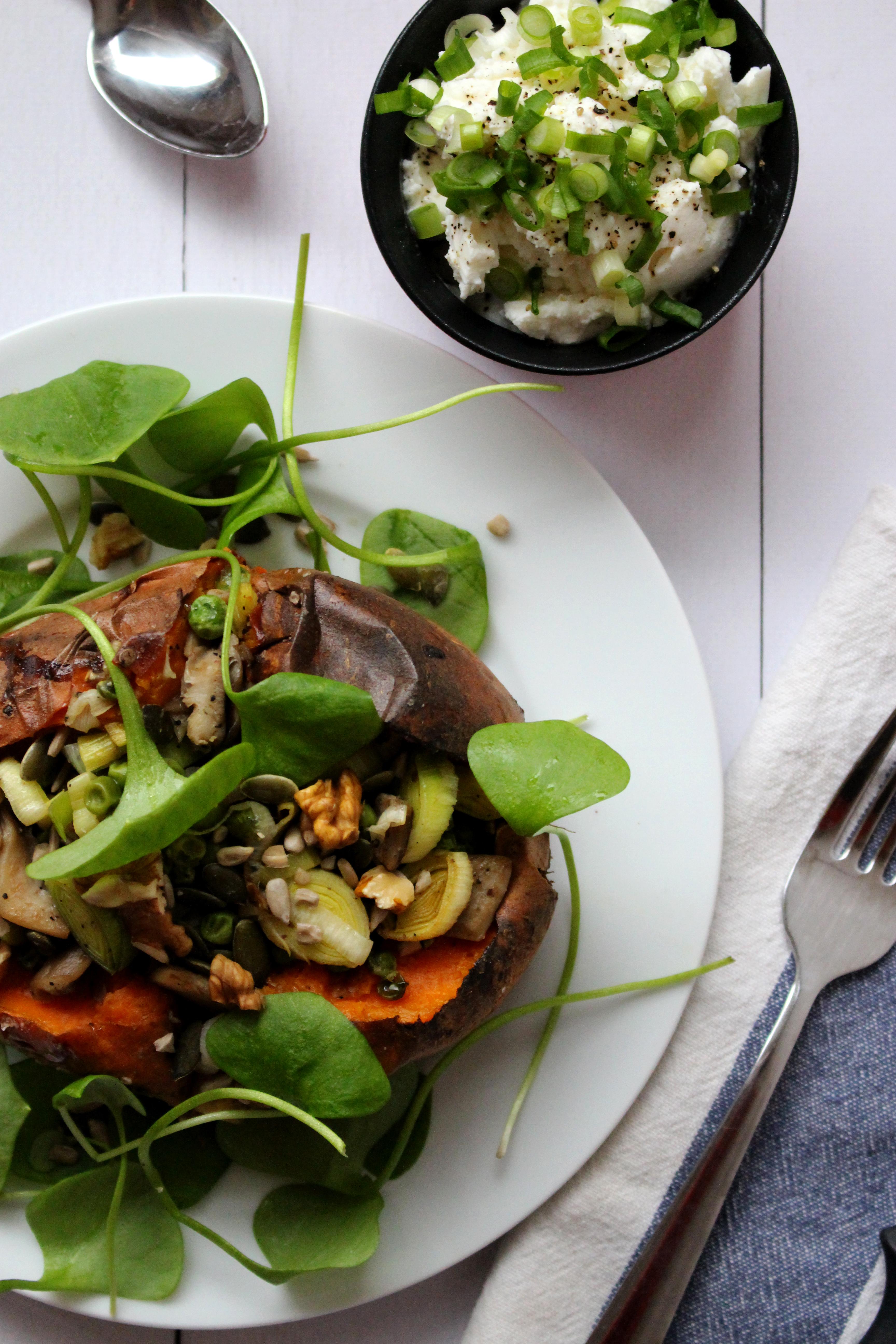 Vegetarisch recept gevulde bataat zoete aardappel seizoensgroente januari