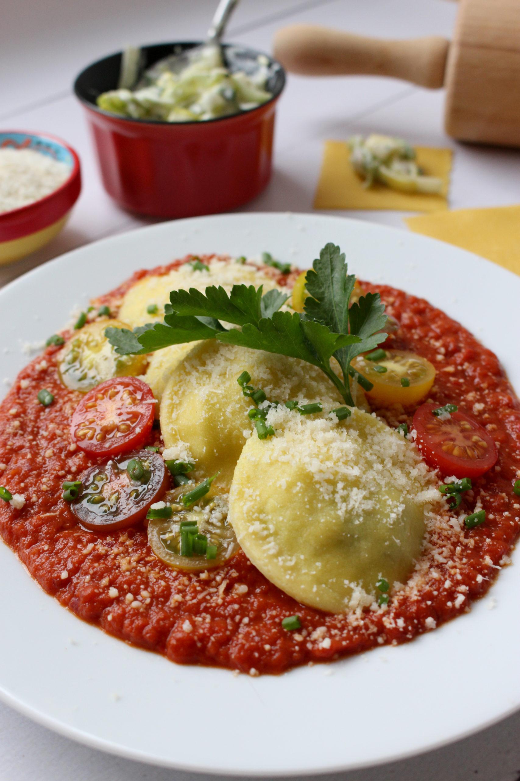 Vegetarische pasta zelf ravioli maken zonder pastamachine prei paprikasaus