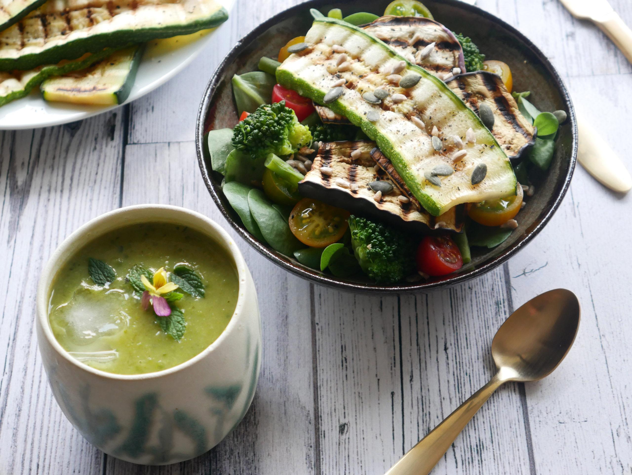 vegan veganistisch recept ijskoude courgettesoep zomers slaatje seizoensgroenten zomer courgette broccoli boontjes tomaat